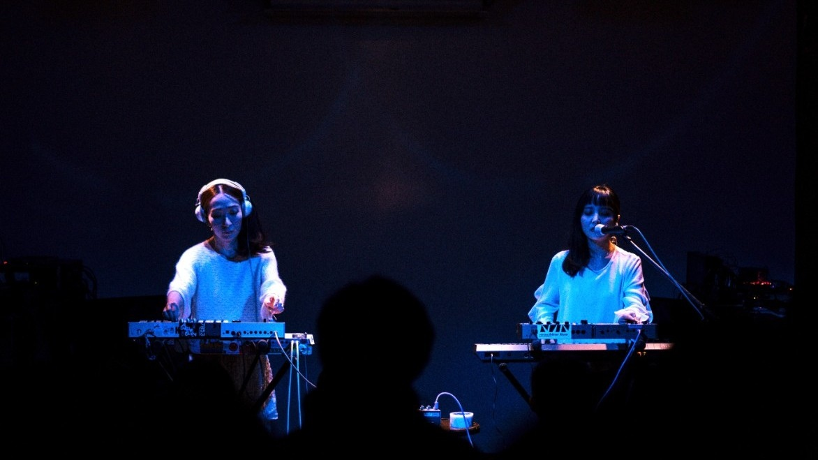 Synth Sisters + Estades and Inés Escaned