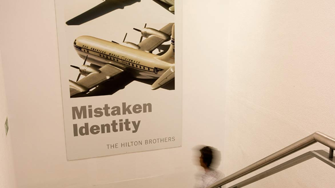 """Mistaken Identity"", de The Hilton Brothers"